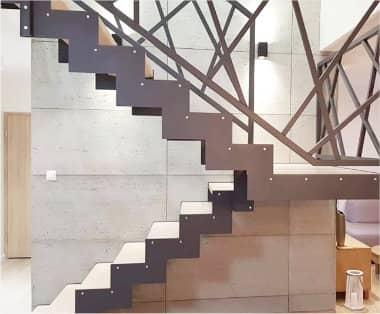Schody stalowo drewniane